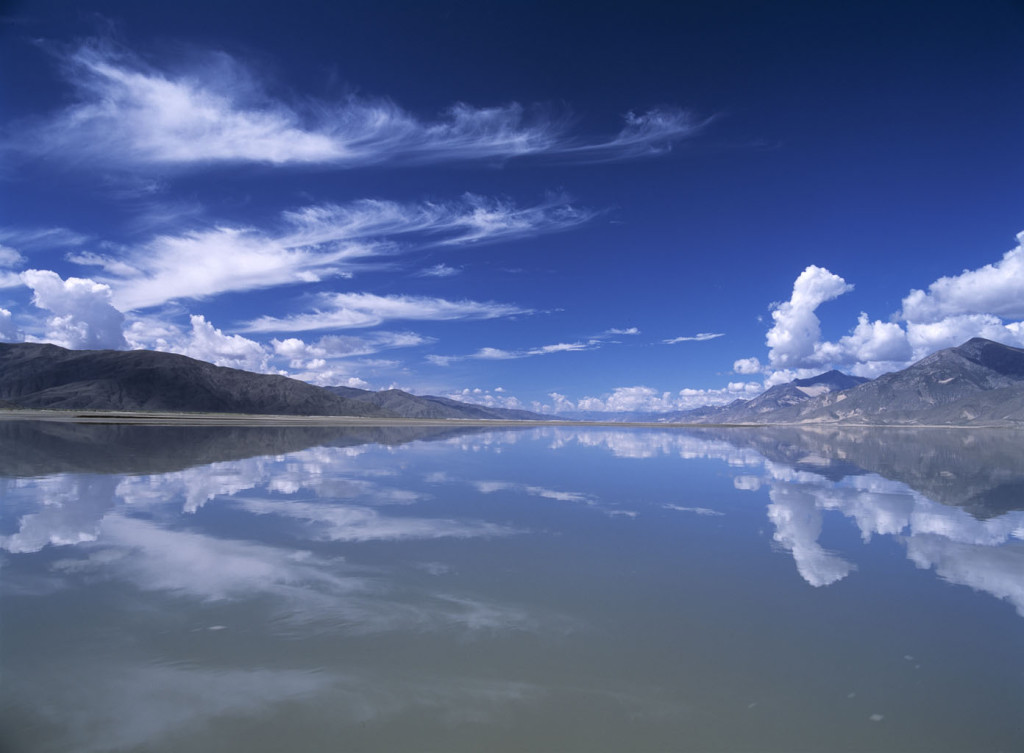 Looking up the Yarlung Tsangpo River on the ferry crossing to Samye Monastery, Tibet. © Ian Cumming / Tibet Images